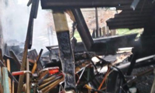 Incêndio destrói galpão em Porto União