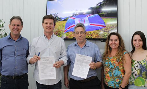 União da Vitória renova convênio com a APADAF