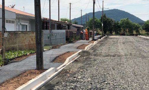 """Programa """"União em Transformação"""" asfalta mais uma rua"""
