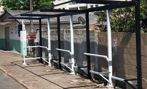 São instalados novos abrigos de transporte público