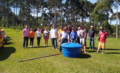 Agricultores recebem kits para captação de água
