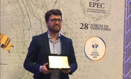 Clodoaldo Cleverson Goetz recebe Prêmio Destaque Profissional