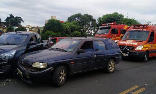 Acidente envolve veículos no centro de Porto União