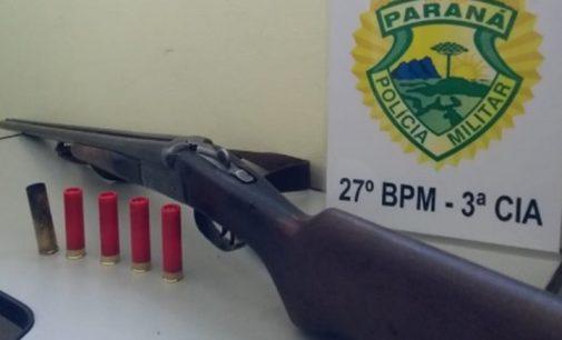 PM apreende arma após homem ser baleado no pé
