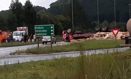 Caminhoneiro morre no trevo da BR 153 com a PR 170