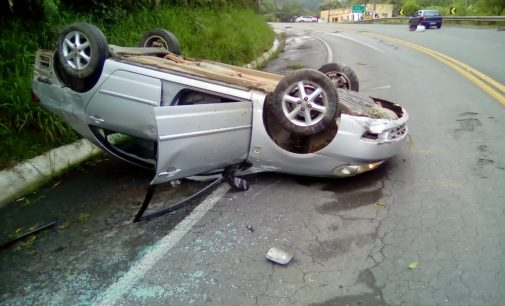 Veículo de Porto União capota na BR 280 em São Bento do Sul