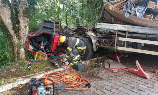 Caminhão de União da Vitória se envolve em acidente no RS