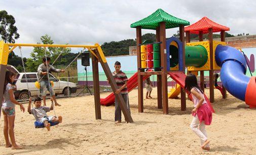 Bairro São João em Bituruna ganha playgrounds infantis