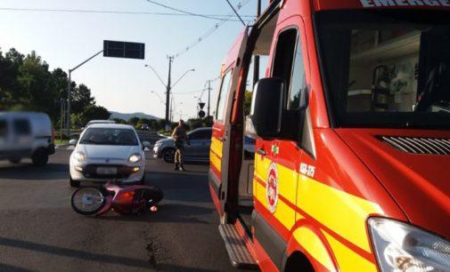 Motociclista fica ferido em acidente na rotatória da Reunidas