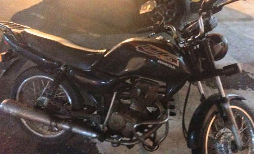 Motocicleta é recuperada no bairro Jardim Roseira