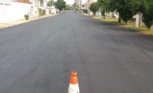 Trecho da rua Castro Alves recebe recape asfáltico
