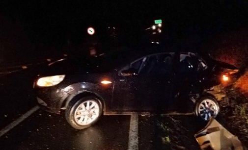 Colisão entre carro e carreta deixa um ferido na BR 153
