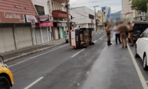 União da Vitória: Condutor embriagado causa acidente na área central