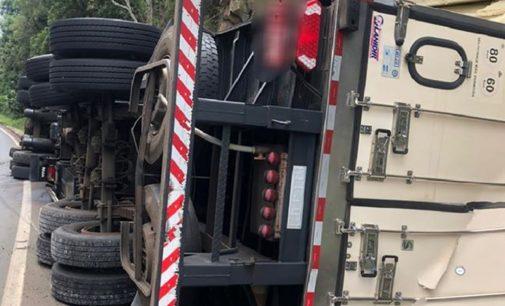Acidente de trânsito na BR 153 envolvendo um caminhão