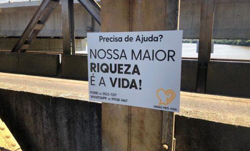 """""""Valorização da Vida"""": Placas de apoio são instaladas em União da Vitória"""