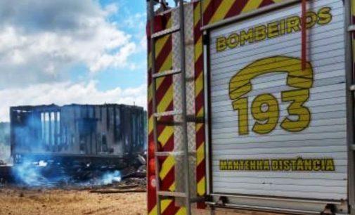 Cruz Machado: Bombeiros de União da Vitória atendem incêndio em barracão