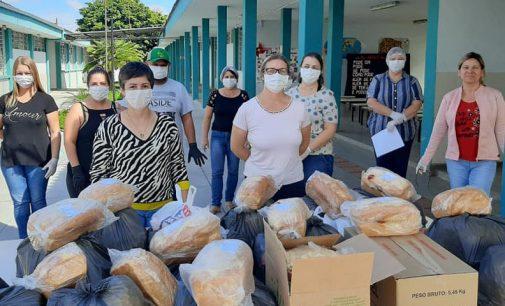 Instituições de ensino de UVA realizam entrega de kits de alimentos