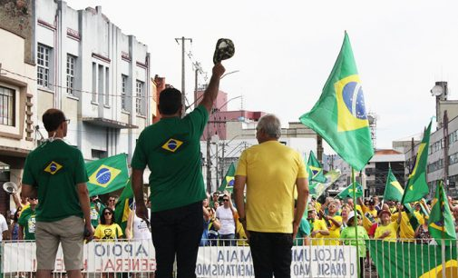 Porto União: Manifestantes realizam atos pacíficos pró-governo Federal