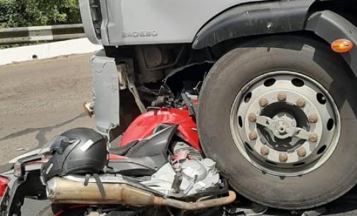 União da Vitória: Motociclista fica ferido após colidir em caminhão