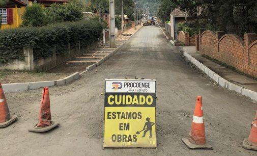 União da Vitória: iniciado os trabalhos de pavimentação da rua Celso Araújo de Souza