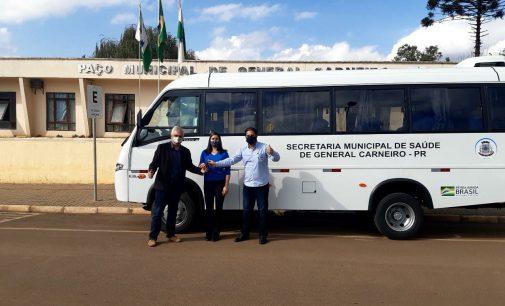 General Carneiro recebe novo micro-ônibus para transporte de pacientes