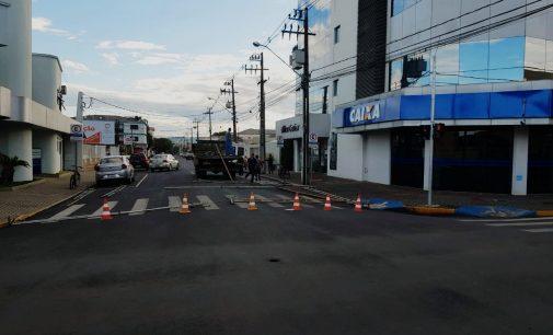 Prefeitura de União da Vitória instala tendas e banheiros em frente a Caixa Econômica