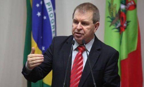 Deputado Maurício Eskudlark denúncia gastos elevados em jardinagem e contratos na Secretária de Educação de SC