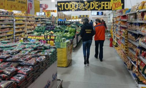 Setor de Fiscalização e Defesa Civil de UVA realizam novas orientações em supermercados